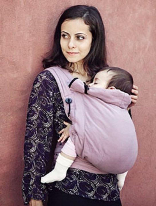 En annan plus ergo-ryggsäck är att det är väldigt bekväm att amma ett barn.  Om sådant behov uppträder på en allmän plats 355a5d11eaf5b